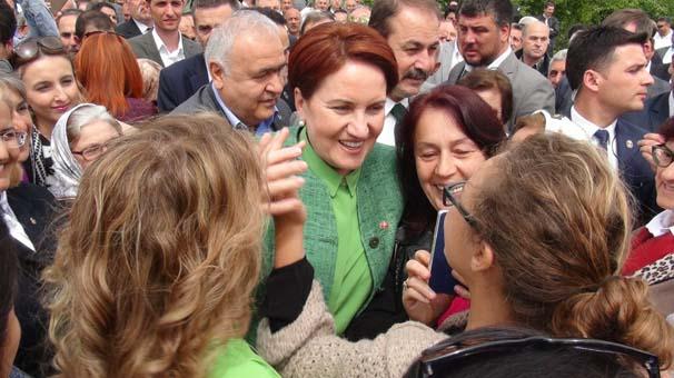 Meral Akşener, Sakarya da 200 Araçlık Konvoyla Karşılandı