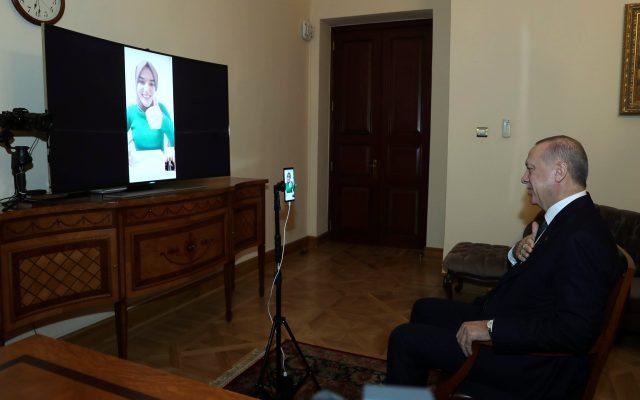Cumhurbaşkanı Erdoğan, Kim Milyoner Olmak İster'e Damga Vuran Ümmü Gülsüm Genç ile Görüştü