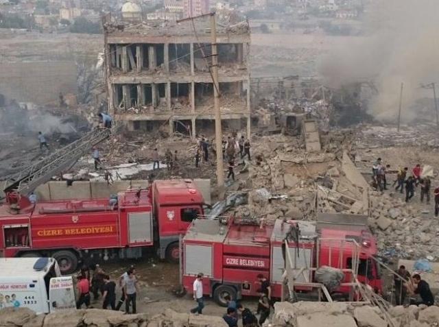 Cizre Emniyet Müdürlüğü'ne Bombalı Saldırı: 8 Şehit, 70'in Üzerinde Yaralı