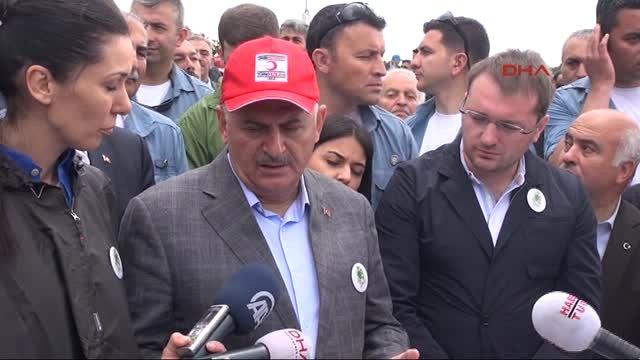 Erzincan Başbakanın Yaylasındaki Çevre Yürüyüşüne Yağmur Engeli